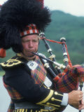 Bagpipe Player, Scotland Fotodruck von Peter Adams