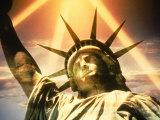 Vapaudenpatsas Valokuvavedos tekijänä Whitney & Irma Sevin