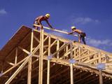 Construction Workers Framing a House Reproduction photographique par Bill Bachmann