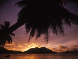 Tropical Beach at Sunset, the Seychelles Fotografie-Druck von Mitch Diamond