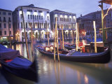 Gondolas at Night, Venice, Italy Fotografie-Druck von Peter Adams