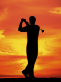 Silhouette of Man Playing Golf Reproduction photographique par David Davis