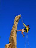 Man Rock Climbing, Joshua Tree National Park, CA Fotografisk tryk af Greg Epperson