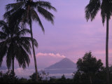 Sandy Ostroff - Active Volcano, Merapi from Borobodur, Indonesia Fotografická reprodukce