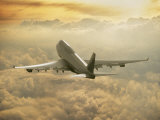 Jumbo jet above clouds at 35,    feet Reproduction photographique par Peter Walton
