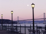 Street Lamps with Bridge in the Background Fotografisk tryk af Robin Allen