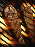 Steaks Cooking on Grill Fotografie-Druck von Dennis Lane