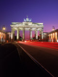 Brandenburg Gate at Night, Berlin, Germany Fotografisk tryk af Terry Why