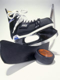 Black Ice Skates Fotografisk trykk av Peter Ardito