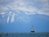 Lake Tahoe, CA, Scenic of Mountains and Boat Fotodruck von Peter Adams