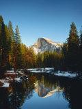 Half Dome Reflected in Merced River, Yosemite National Park Fotografisk tryk af Peter Walton