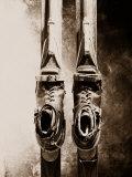 Primo piano di vecchia attrezzatura da sci Stampa fotografica di William Swartz