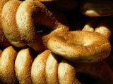 Sesame Seed Bagels Fotografisk tryk af Richard Nowitz