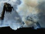 Des pelleteuses enlèvent des débris laissés par l'ouragan Andrew Papier Photo par Raymond Gehman