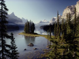 Maligne Lake, Which is the Largest and Deepest Lake in Jasper National Park Fotografisk tryk af Raymond Gehman