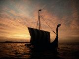 Viking Ship Replica Fotografisk trykk av Ted Spiegel