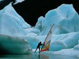 Windsurfer Practices His Sport Alongside Icebergs Fotografisk tryk af Chris Johns