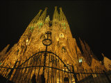 A Night View of Gaudis Temple Expiatori De La Sagrada Familia Fotografisk trykk av Michael Melford