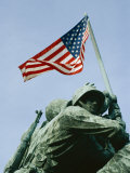 Close View of the Iwo Jima Monument Looking Straight up at the Flag Fotoprint van Stephen St. John