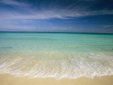 Klares, blaues Wasser und Schleierwolken am Strand von Cancun Fotodruck von Michael Melford