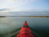 Sea-Kayak Bow Parts the Rippled Water of the Blackwater River Photographie par Skip Brown