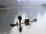 Cormorant Fisherman on Bamboo Raft, Li River, Guilin, Guangxi, China Fotografisk tryk af Raymond Gehman