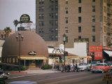 World Famous Brown Derby Restaurant on Wilshire Boulevard Fotografisk trykk av Joseph Baylor Roberts