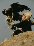 A Kazakh Man Supports His Trained Golden Eagle Fotografie-Druck von David Edwards