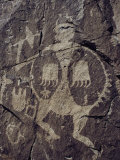 15th-Century Petroglyph Showing a Warrior with a Bear-Claw Shield Photographie par Ira Block
