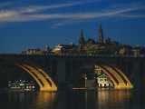 Dusk View of Georgetown University Above Key Bridge over the Potomac River Fotografisk tryk af Raymond Gehman