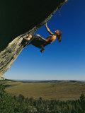 Young Woman Climbing the Rock Feature Called Bobcat Logic Lámina fotográfica por Model, Bobby
