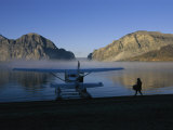 A Seaplane Gets Ready for Take off from the Shoreline of Cli Lake Impressão fotográfica por Raymond Gehman