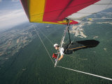 View of a hang-glider from a wing-mounted camera as he flies over Cumberland Valley Lámina fotográfica por Skip Brown