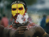 Close View of a Huli Wigman Before the Sing-Sing Ritual Dance Photographic Print by Jodi Cobb
