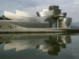 The Guggenheims Bilbao Museum, Frank Gehrys Abstract Masterpiece Fotografisk tryk af Kenneth Garrett