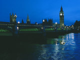 Big Ben and the Houses of Parliament are Seen at Night from Across London Bridge Lámina fotográfica por O. Louis Mazzatenta