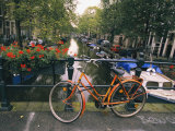 The Keizersgracht Canal, with Potted Flowers and a Bicycle in the Foreground Lámina fotográfica por Nowitz, Richard