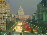 The U.S. Capitol Building Viewed from Pennsylvania Avenue at Twilight Fotografisk tryk af Sisse Brimberg