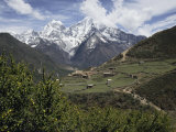 View of a Small Village with Mount Everest in the Background Impressão fotográfica por Tim Laman