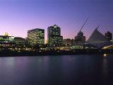 The Milwaukee Skyline at Twilight Fotografisk tryk af Medford Taylor