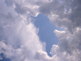 A View of a Cloud-Filled Sky Fotografisk tryk af Raul Touzon