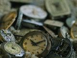 Old Watch Faces in Sand Fotografisk tryk af Joel Sartore