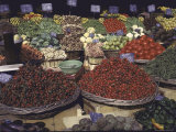 Bountiful Baskets Full of Brightly Colored Fruits and Vegetables at Rue Mouffetard Market Fotografisk tryk af Alfred Eisenstaedt