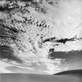 Cloud Covered Open Sky over Desert Landscape Fotografie-Druck von Andreas Feininger
