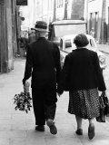 Elderly Polish Couple Walking Hand in Hand Reproduction photographique par Paul Schutzer