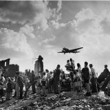 US C-47 Cargo Plane Flying over Ruins, Approaching Tempelhof Airport with Food and Supplies Lámina fotográfica por Walter Sanders