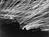 Lacework of Anti Aircraft Fire by Marine Defenders of Yontan Airfield Illuminates Skies During WWII Lámina fotográfica de primera calidad por T. Chorlest