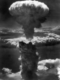 Atomic Bomb Smoke Capped by Mushroom Cloud Rises More Than 60,000 Feet Into Air over Nagasaki Stampa fotografica