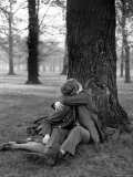 American Soldier and His English Girlfriend Kissing under a Tree in Hyde Park Premium Photographic Print by Ralph Morse
