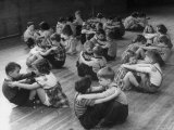 First Graders Playing Rowboat on the Floor in Their Physical Education Class Lámina fotográfica de primera calidad por Nina Leen